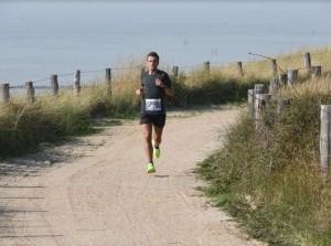 Christiaan van Beusichem schittert in 16e Kustmarathon Zeeland