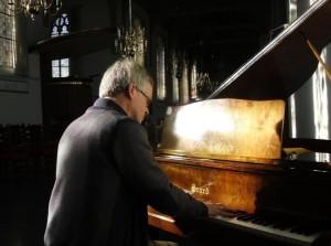 Paul Kieviet geeft 70e Bachconcert op vleugel en orgel