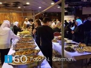 Hollandse stampotten tijdens tweede internationale maaltijd Mi Mekaore